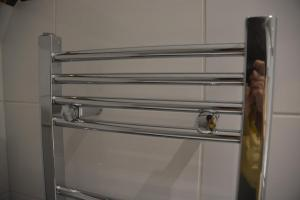 Botley plumbing bathroom heated towel rail